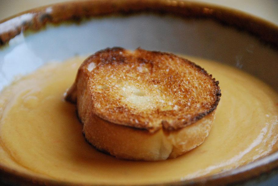 sopa de habas con pan