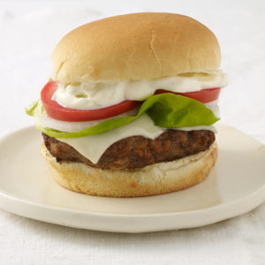 Pati Jinich hamburguesas con chile ancho y aioli de limón