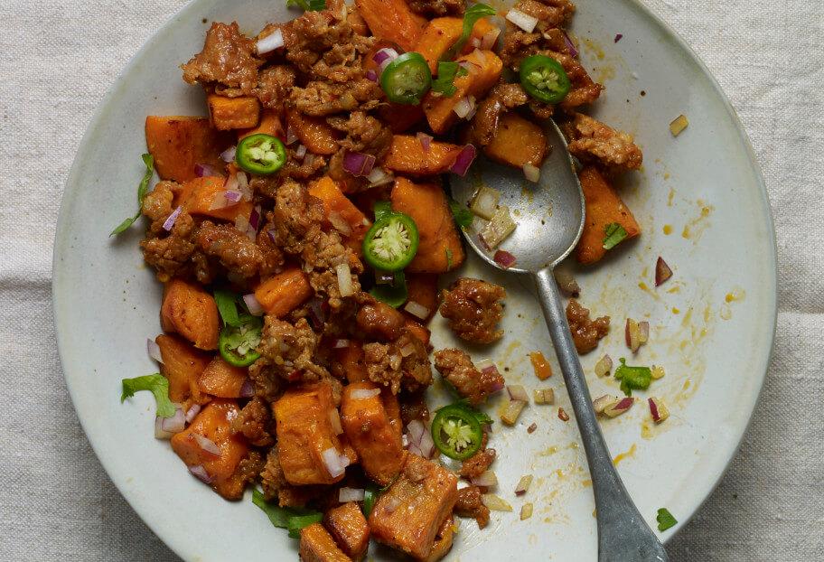 Pati Jinich ensalada caliente de camote y chorizo