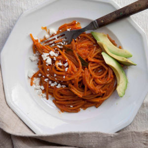 Pati Jinich pasta seca con jitomate chorizo y crema