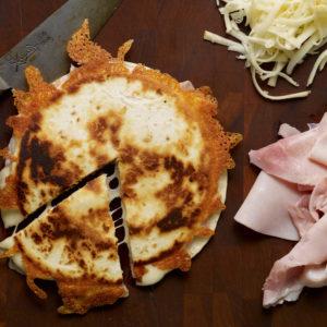 Pati Jinich sincronizadas de jamón y queso