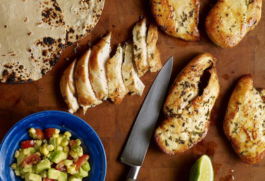 Pati Jinich tacos de pollo con guacamole con elote