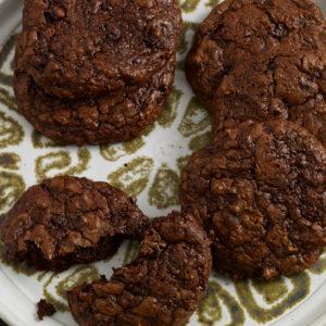 Pati Jinich galletas de chocolate con flores de jamaica