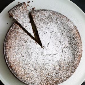 Pati Jinich pastel de almendras chocolate y leche condensada