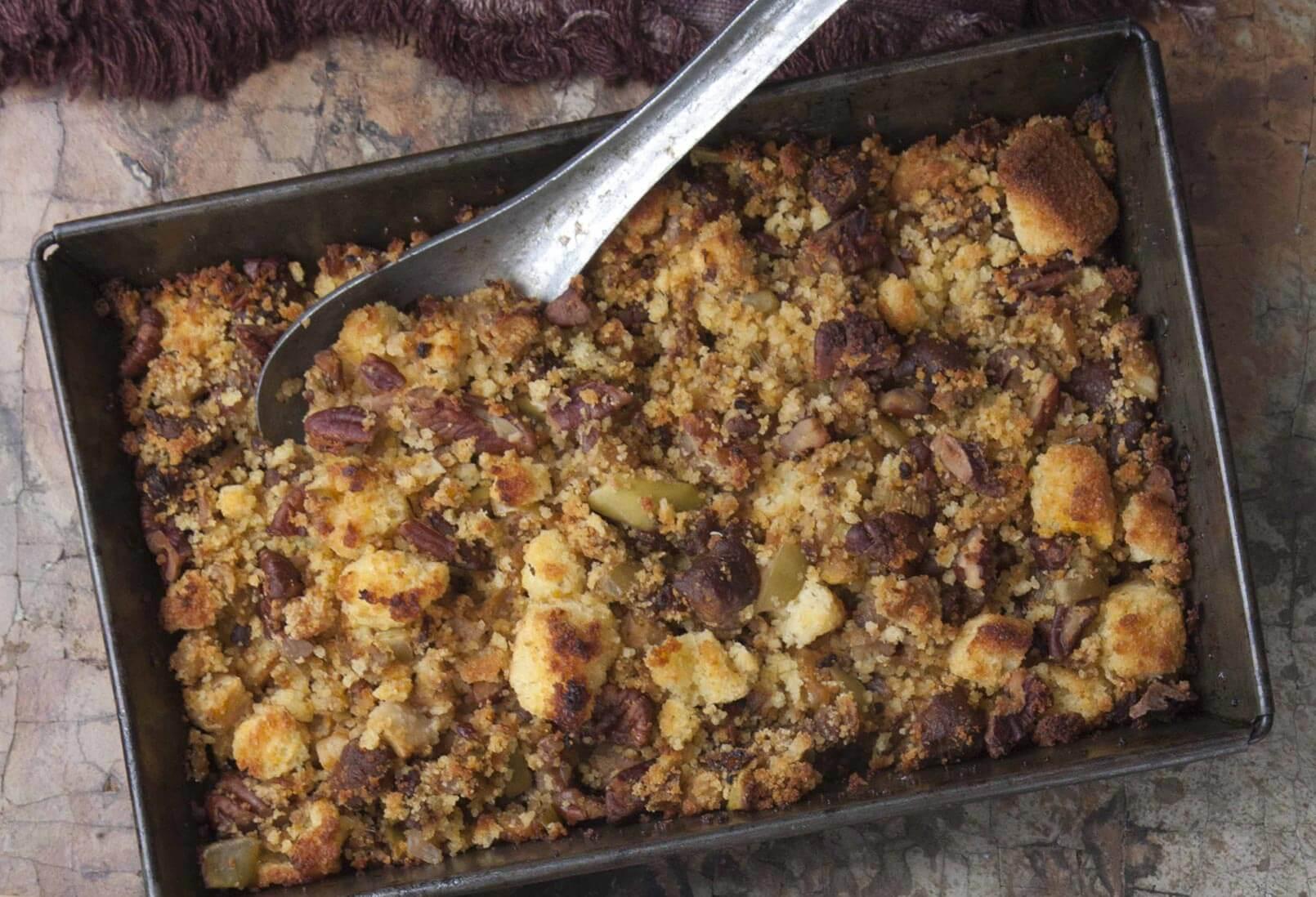 Pati Jinich relleno de chorizo manzana y pan de elote