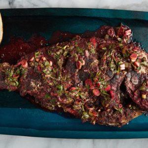 Huachinango frito con Jamaica, epazote y orégano
