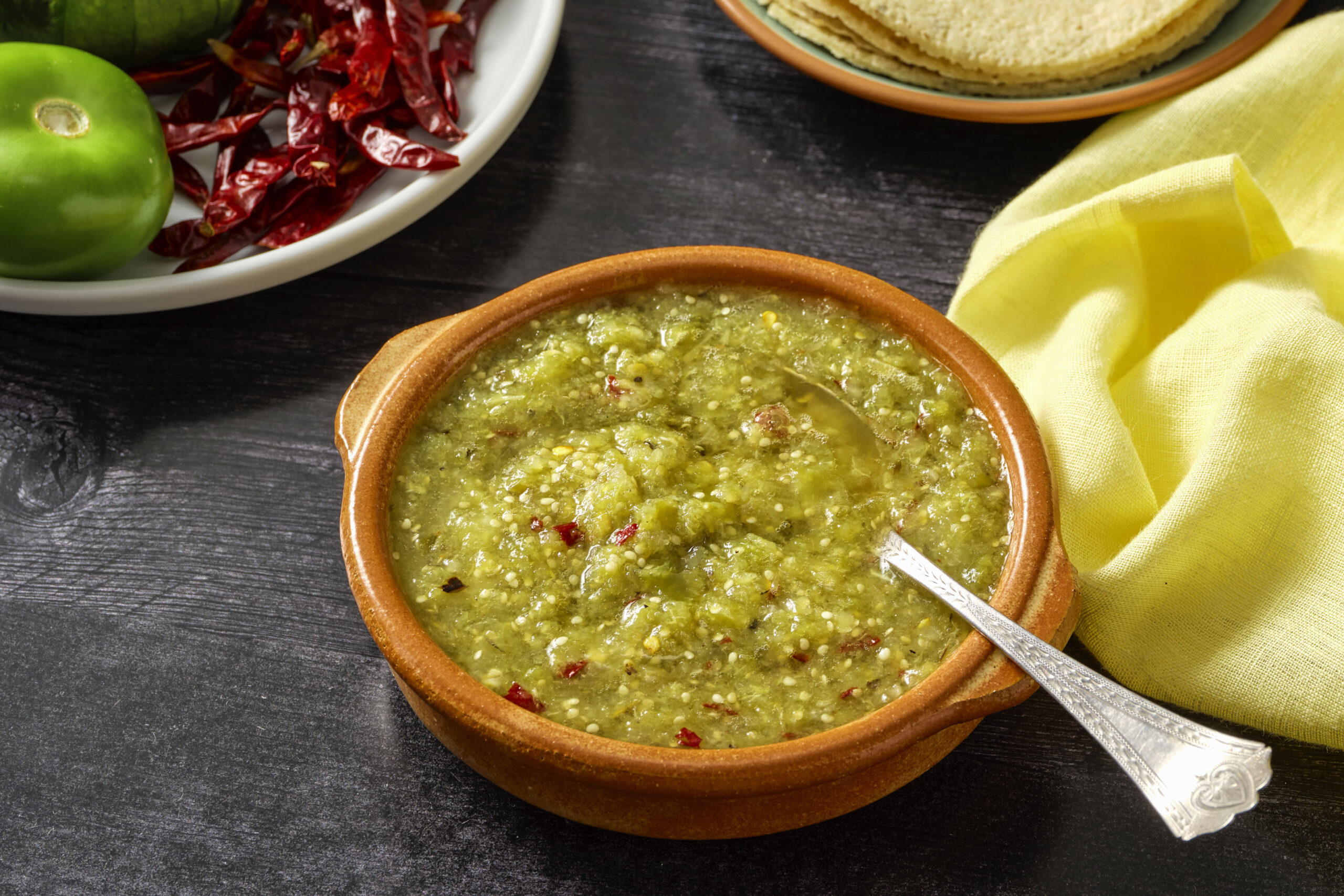 Salsa verde de chile de árbol