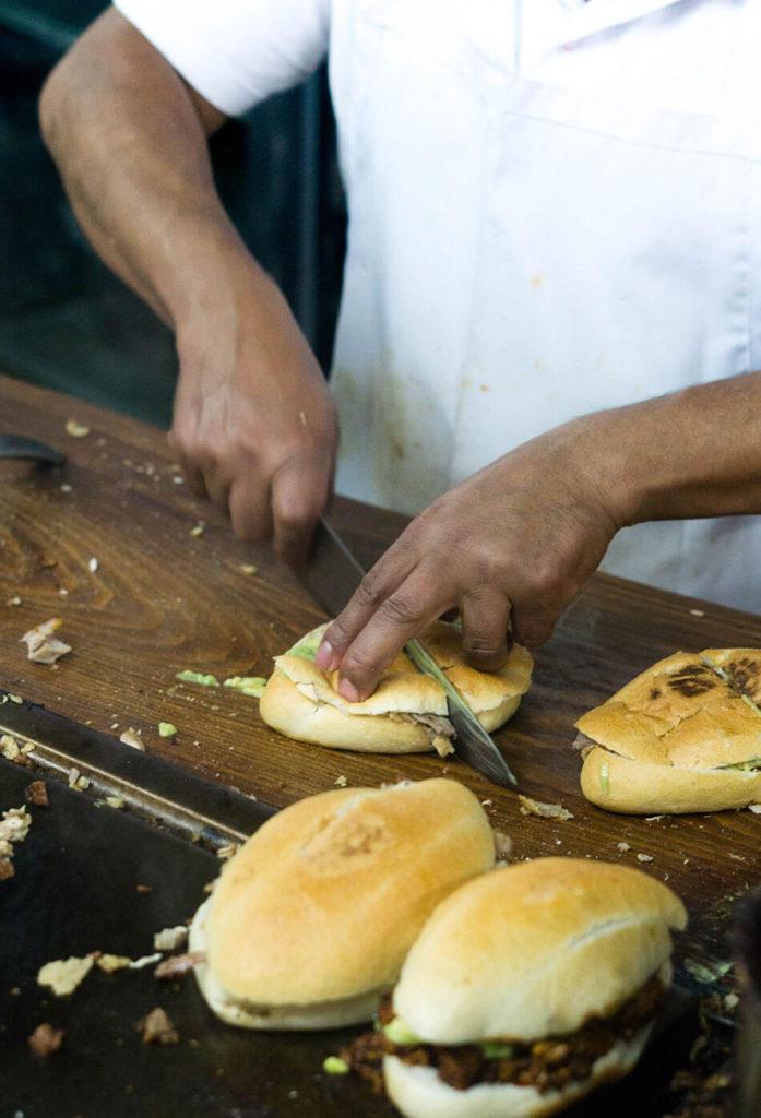 slicing tortas at el rey de pavo
