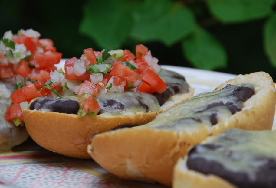 Molletes with Pico: No Way not to Fall in Love