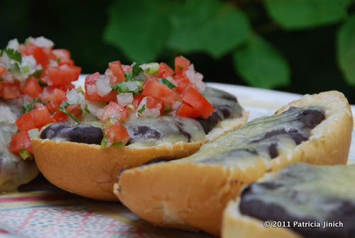 In restaurants and coffee shops Molletes are usually served with a ...