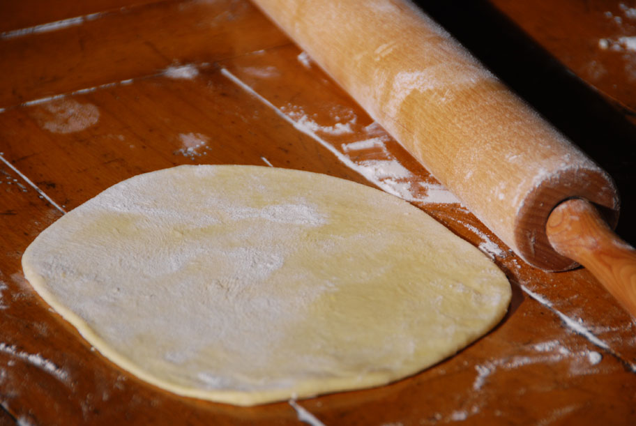 bunuelos dough rolled