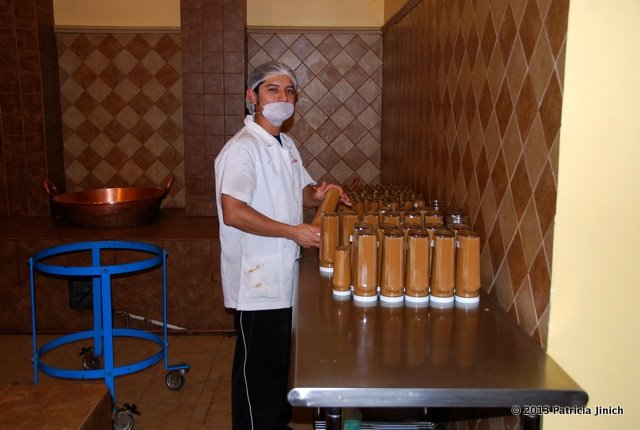 factory worker with bottles of cajeta