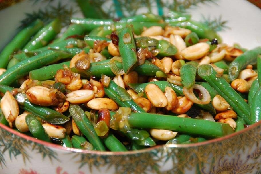 stir fried green beans with peanuts and chile de arbol